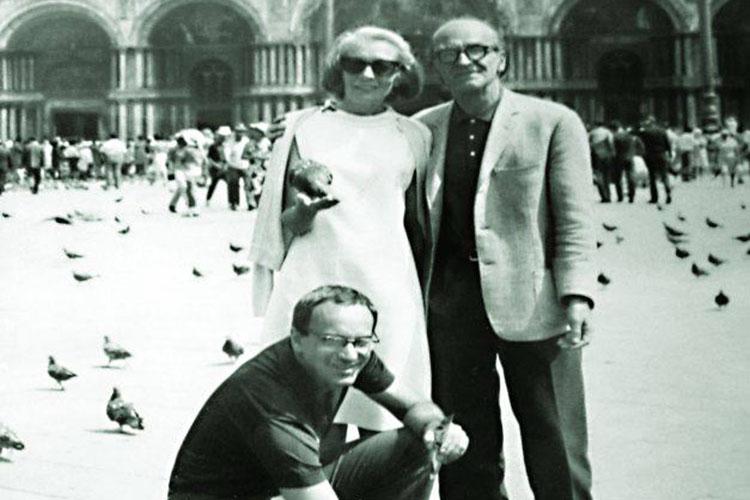 Dettaglio della locandina: turisti a Venezia