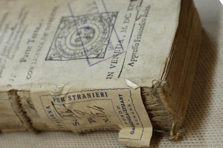 foto di un libro antico