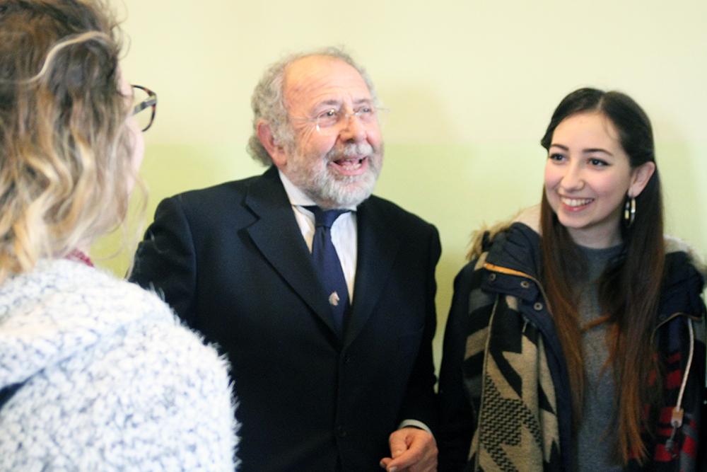 Il Rettore Paciullo e alcune studentesse
