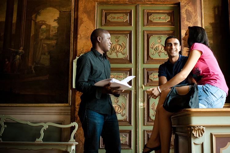 studenti all'interno di Palazzo Gallenga