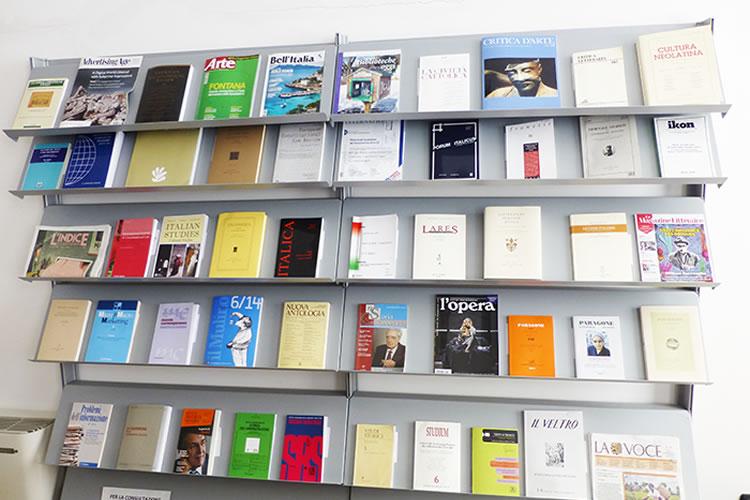 immagine della sezione riviste della sala lettura