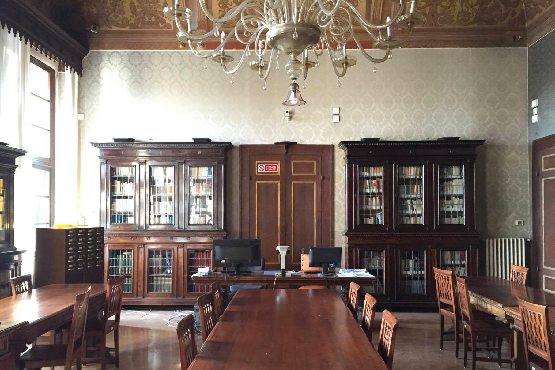 la sala lettura di Palazzo Gallenga
