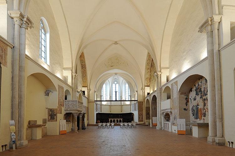 interno della chiesa di San Francesco a Gualdo Tadino