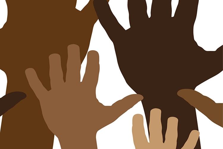 Dettaglio della locandina: mani alzate