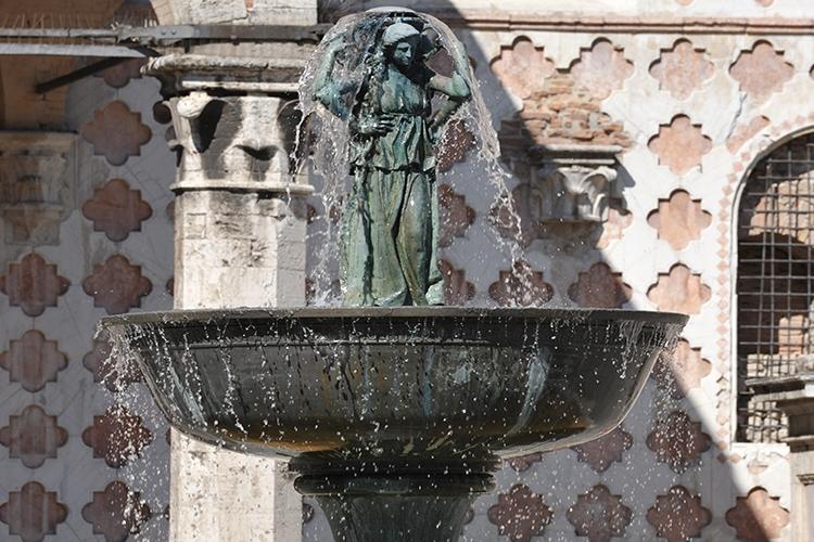 dettaglio della fontana maggiore di Perugia