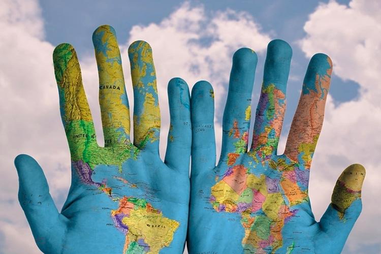 Immagini con mani e cielo