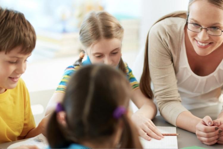 insegnante con bambini