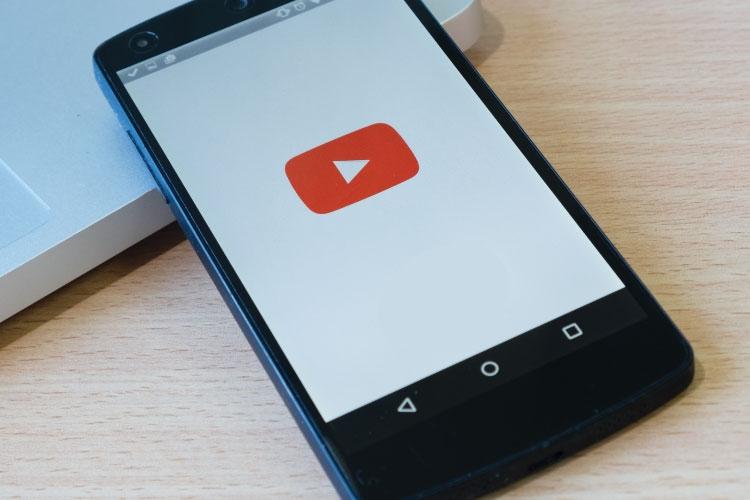 YouTube su cellulare