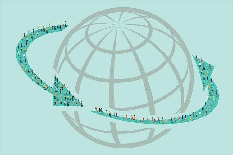 il globo terrestre con due frecce che lo circondano su cui si trovano tantissime persone