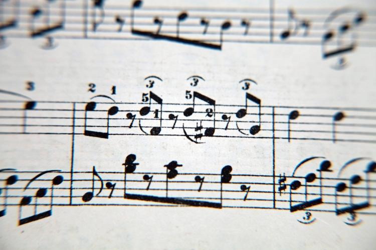 particolare di spartito musicale