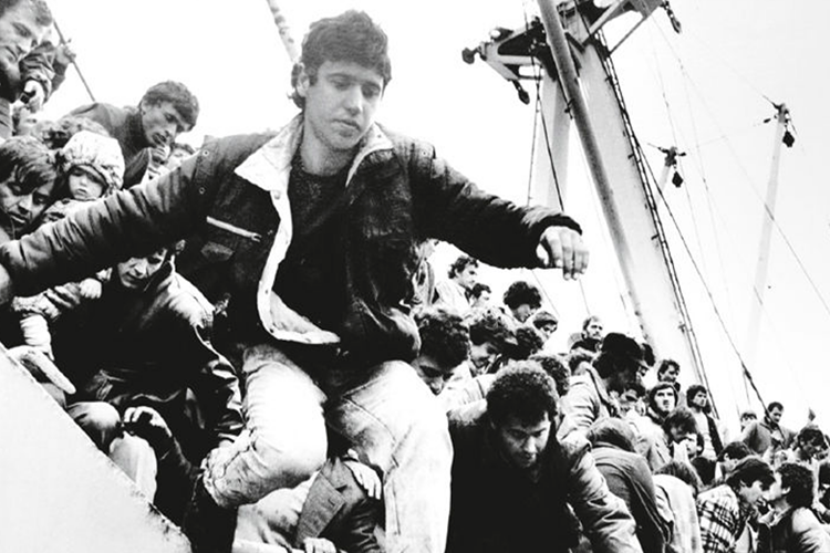 Sbarco di emigranti da nave