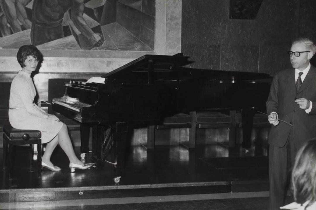 studentessa al pianoforte