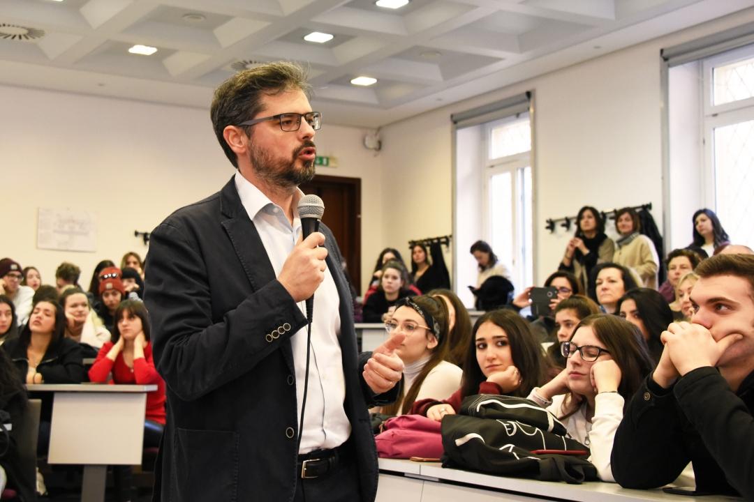 l'intervento del prof. Valerio De Cesaris