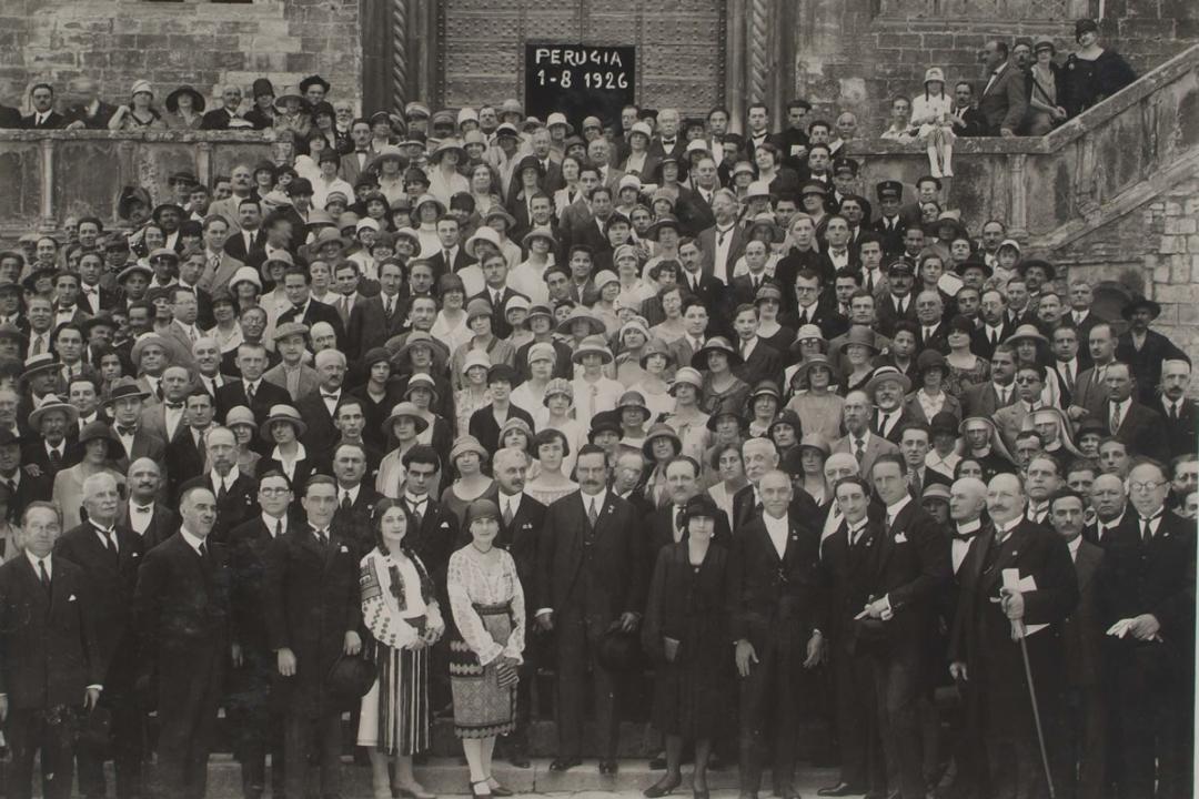 1° agosto 1926. Gli iscritti stranieri escono dalla Sala dei Notari dopo la prolusione di S. E. il Ministro Fedele