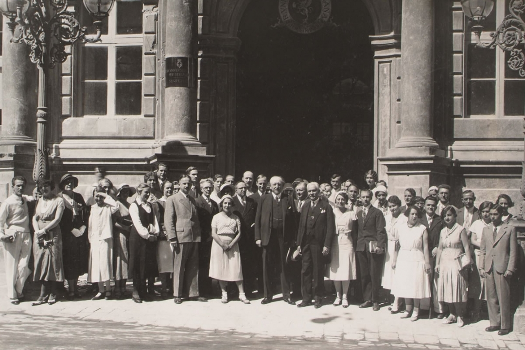 8 agosto 1932 - S. E. l'Ambasciatore di Germania fra gli iscritti tedeschi