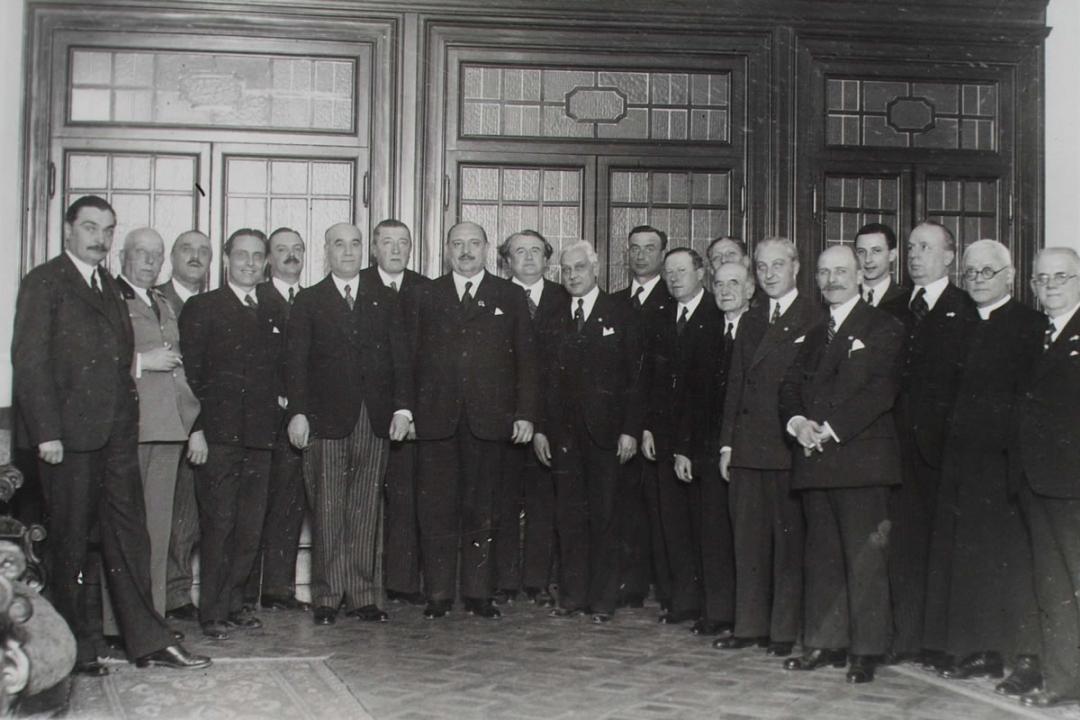 17 febbraio 1935 - S. T. Hamàn, Ministro dell'Istruzione ungherese, col suo seguito fra le autorità all'albergo Brufani