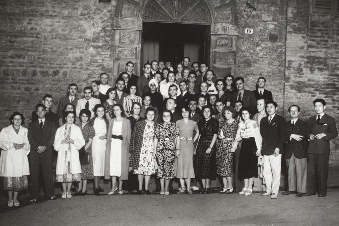 5 agosto 1938 - Gli studenti di 29 nazionalità con i giornalisti di Perugia