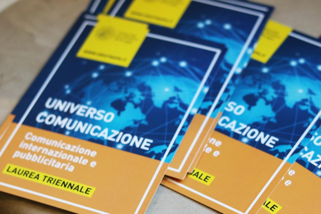 le cartoline informative del corso in Comunicazione internazionale e pubblicitaria