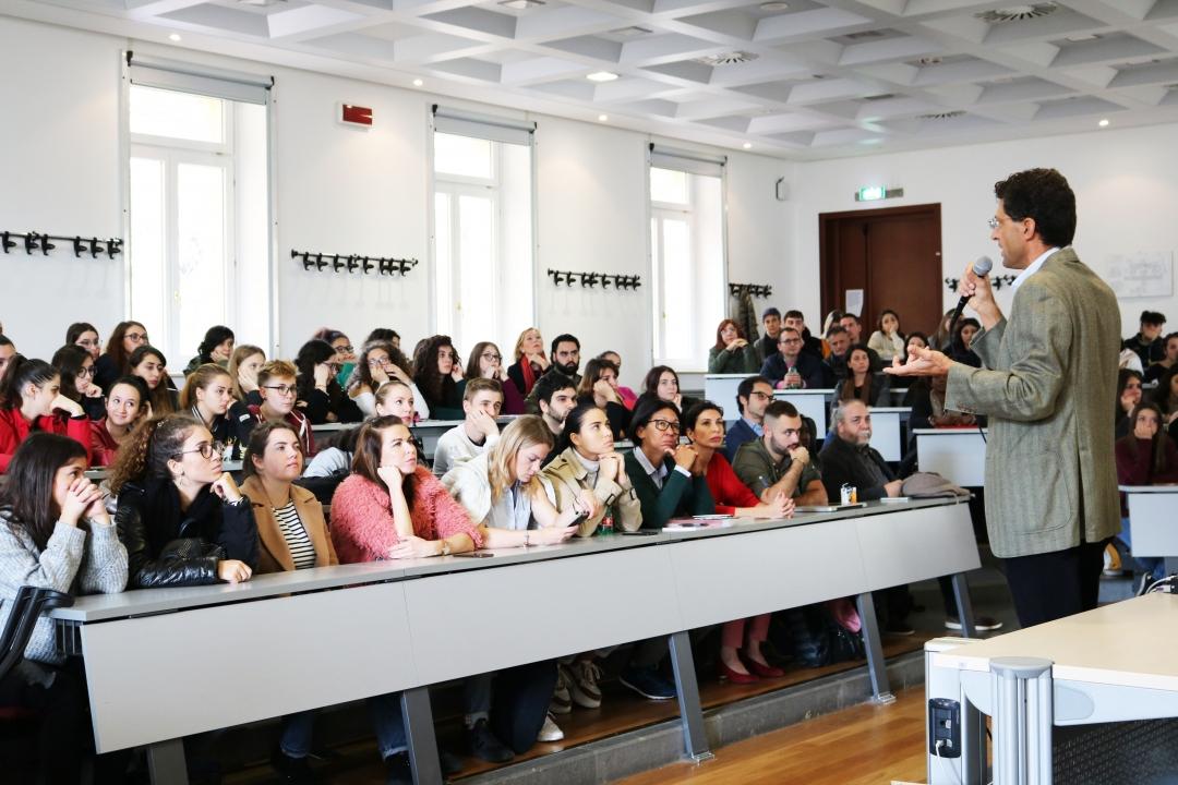 studenti e docenti durante l'incontro