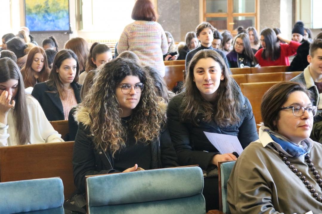 studenti delle superiori in Aula Magna